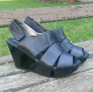 Kenneth Cole Reaction black patent platform sz10